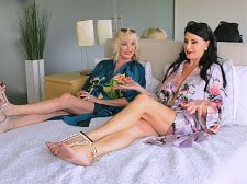 <b>in Sofa With Leah L'amour And Rita Daniels</b>