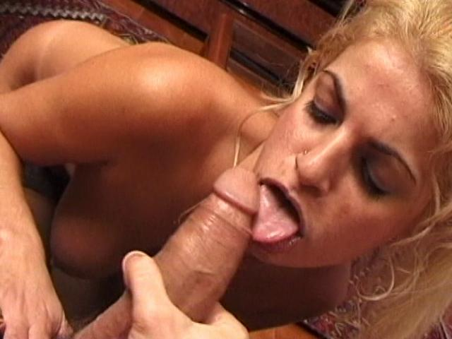 Astounding Ash-blonde Wifey Eating And Blowing A Humungous Pipe At The Bed