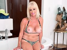 Leah L'amour Will Get Moist And Soapy
